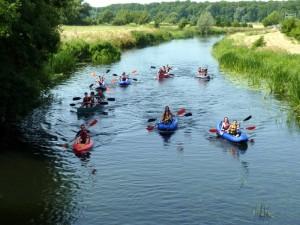 Antler Languages students kayaking on the River Nene