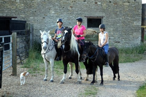 Antler Languages students horse-riding at Glapthorn Stables